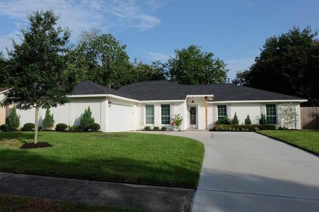 1207 Bayou Oak Drive, Friendswood, TX 77546 (MLS #2593910) :: Ellison Real Estate Team