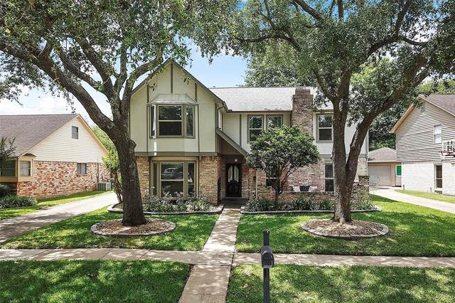 2722 Pepper Wood Drive, Sugar Land, TX 77479 (#26186891) :: ORO Realty