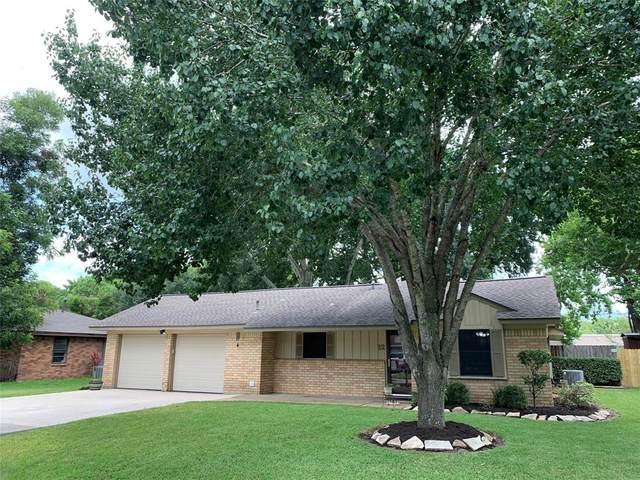 12 N Kaysie Street, Angleton, TX 77515 (MLS #26543723) :: The Property Guys