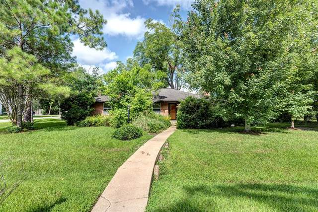 901 Constance Drive, Hedwig Village, TX 77024 (MLS #26649055) :: The Home Branch