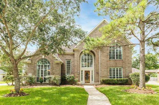 2859 Everett Drive, Friendswood, TX 77546 (MLS #27035495) :: The SOLD by George Team