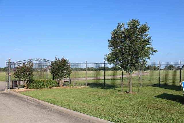 105 Legends Way, El Campo, TX 77437 (MLS #27070894) :: Guevara Backman