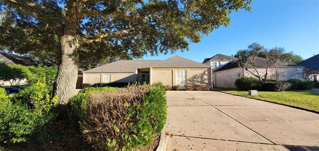 1830 Country Club Boulevard, Sugar Land, TX 77478 (MLS #27123947) :: CORE Realty