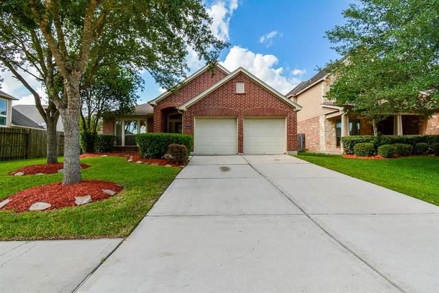 13417 Moonlit Lake Lane, Pearland, TX 77584 (MLS #27395678) :: Christy Buck Team