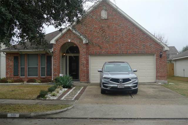 9011 Durham Manor Lane, Houston, TX 77075 (MLS #27738229) :: NewHomePrograms.com