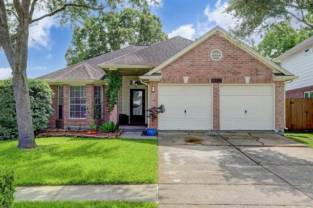 16922 Lighthouse View Drive, Friendswood, TX 77546 (MLS #27759201) :: Texas Home Shop Realty