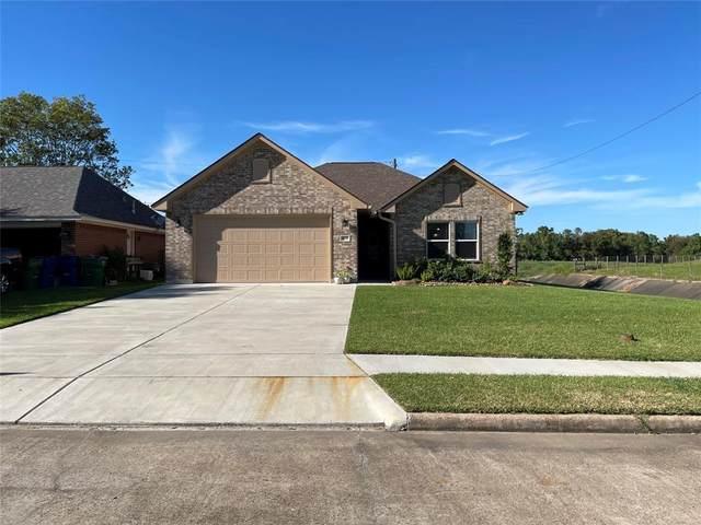 909 Manor Drive, Angleton, TX 77515 (MLS #28268928) :: Caskey Realty