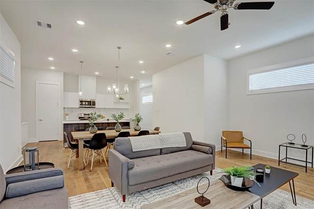 10217 Las Nubes Avenue, Houston, TX 77075 (MLS #28277892) :: The SOLD by George Team