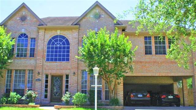 2815 Sandpebble Court, Seabrook, TX 77586 (MLS #28650780) :: The Sold By Valdez Team