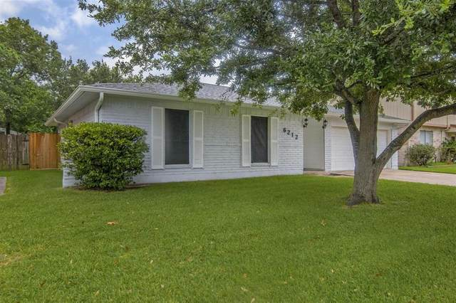 6212 Silver Leaf Drive, League City, TX 77573 (MLS #28871858) :: The SOLD by George Team
