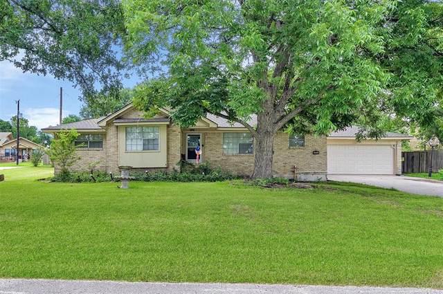 555 Lakeway Drive, Conroe, TX 77316 (MLS #2912785) :: The Property Guys