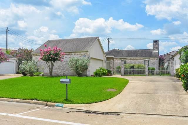 2731 Country Club Boulevard, Sugar Land, TX 77478 (MLS #29165488) :: NewHomePrograms.com LLC