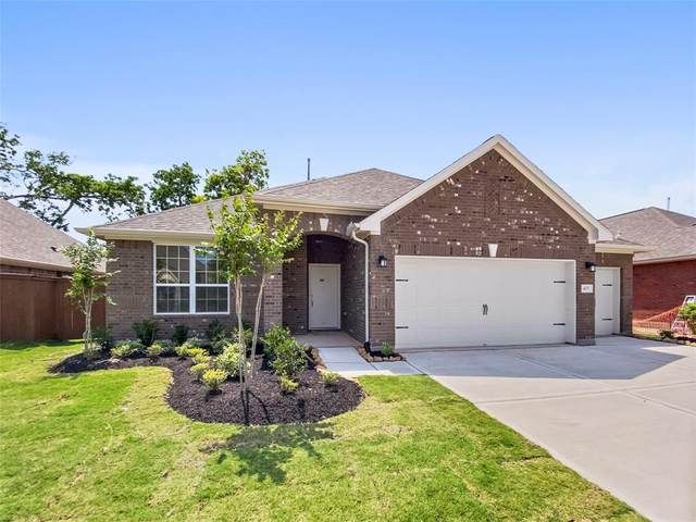 405 Bentwood Way, Clute, TX 77531 (MLS #29180050) :: The Bly Team