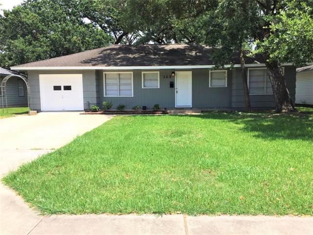 322 Caladium Street, Lake Jackson, TX 77566 (MLS #29492034) :: The SOLD by George Team