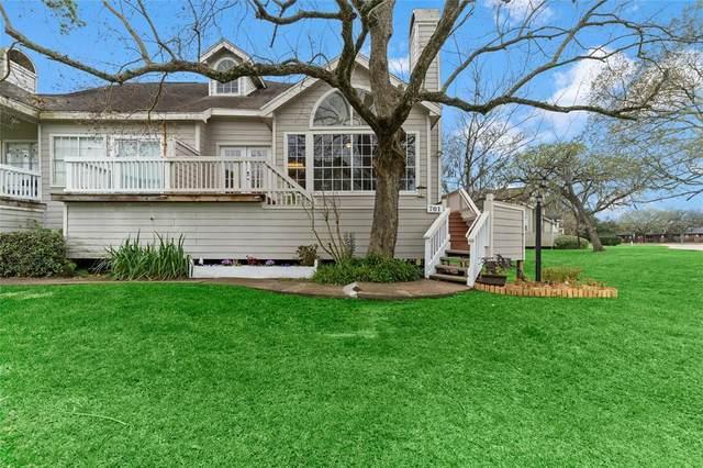 111 Dunbar Estates Drive #701, Friendswood, TX 77546 (MLS #29938050) :: Ellison Real Estate Team