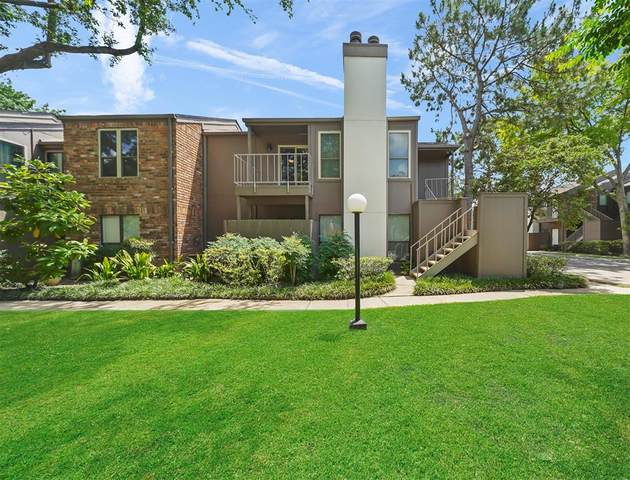 1201 Bering Drive Drive #6, Houston, TX 77057 (MLS #30060243) :: The Freund Group