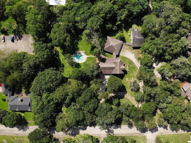 209 W Castlewood Avenue, Friendswood, TX 77546 (MLS #30276301) :: The Bly Team