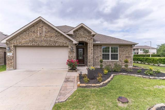 3034 Crape Myrtle, Dickinson, TX 77539 (MLS #30317980) :: Guevara Backman