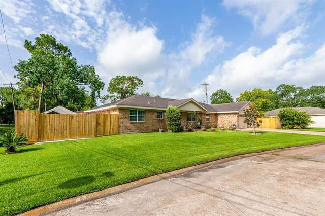 5124 Cottonwood Circle, Dickinson, TX 77539 (MLS #30576087) :: The SOLD by George Team