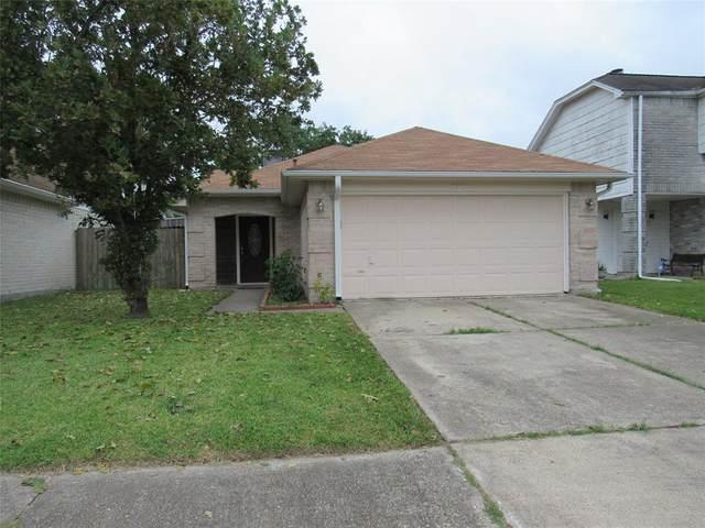 821 Briarcreek Drive, Baytown, TX 77521 (MLS #30662094) :: The SOLD by George Team