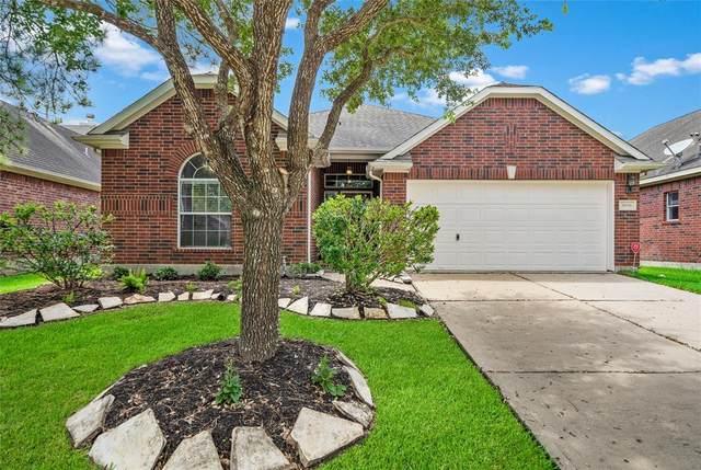 2608 Cobble Springs Lane, Pearland, TX 77584 (MLS #308089) :: Guevara Backman
