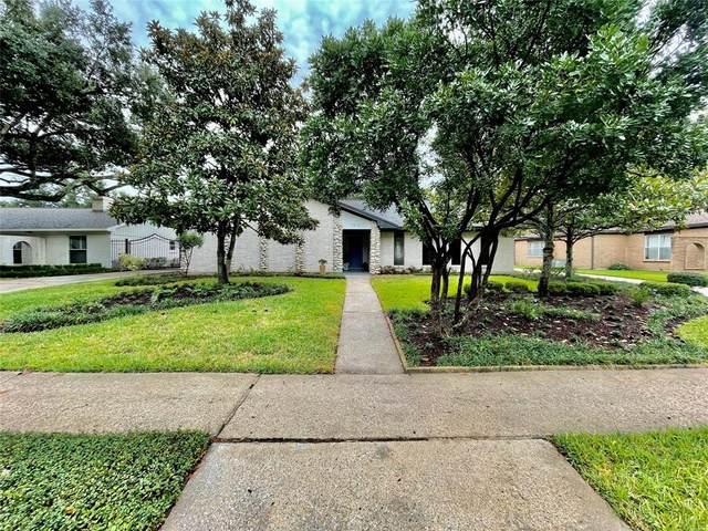 7819 Burning Hills Drive, Houston, TX 77071 (MLS #30833966) :: My BCS Home Real Estate Group