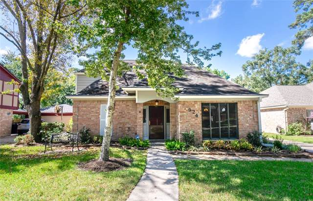 924 Manchester Drive, Conroe, TX 77304 (MLS #31023956) :: The Sold By Valdez Team