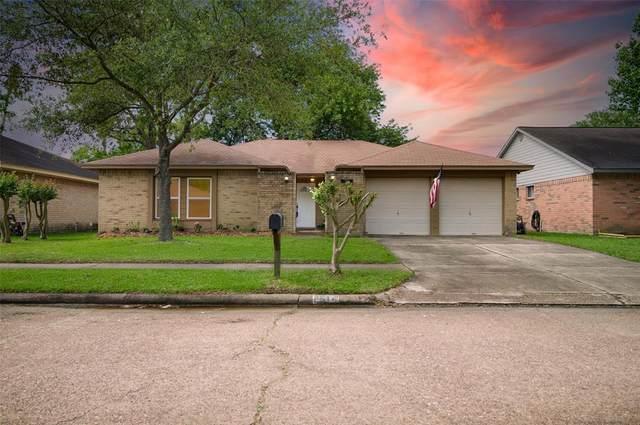 2514 Wheelwright Lane, Friendswood, TX 77546 (MLS #31024213) :: The Freund Group