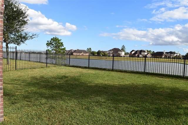 9535 Emerald Lakes Drive N, Rosharon, TX 77583 (MLS #31191968) :: The Bly Team