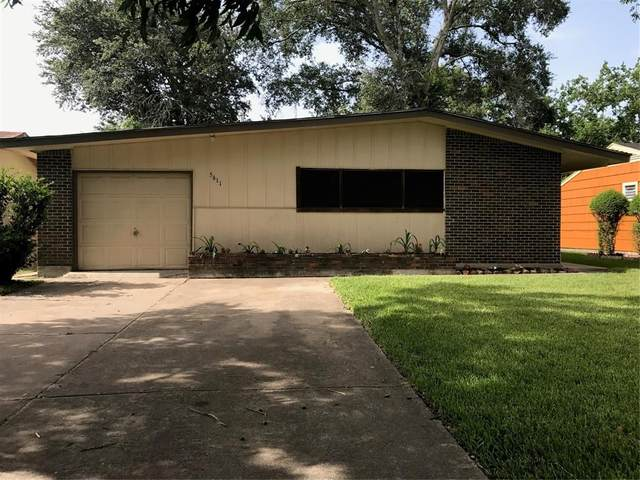 5611 Woodgreen Street, Houston, TX 77033 (MLS #31193724) :: The Parodi Team at Realty Associates