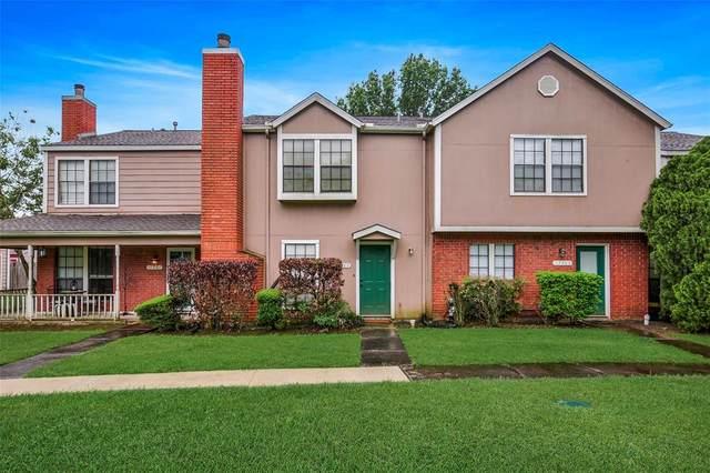 17285 Saturn Lane, Houston, TX 77058 (MLS #3157123) :: Michele Harmon Team