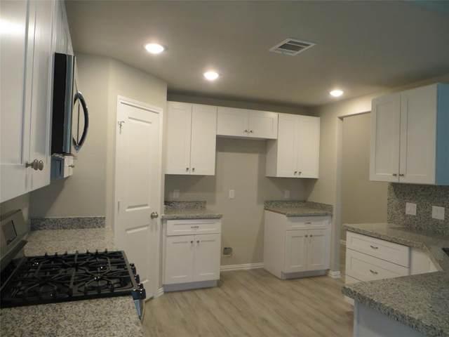 819 Easy Street, La Porte, TX 77571 (MLS #31698099) :: Michele Harmon Team