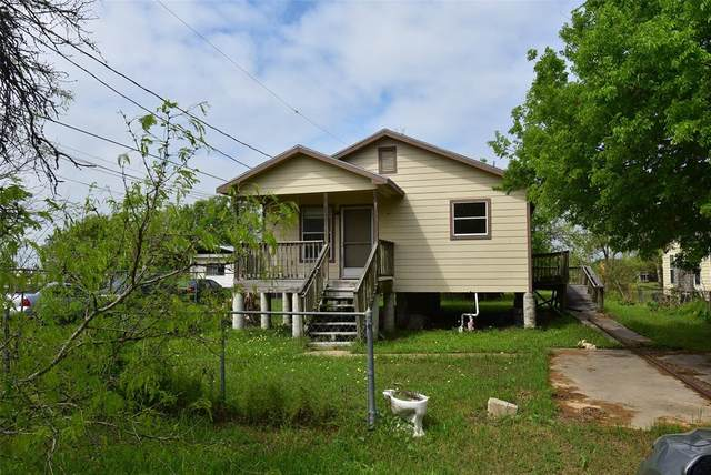 307 10th Street, Palacios, TX 77465 (MLS #31759951) :: Christy Buck Team