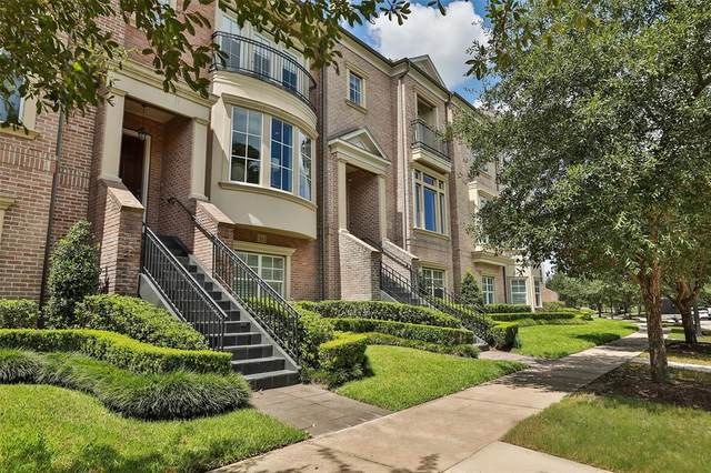 11 Colonial Row Drive, The Woodlands, TX 77380 (MLS #31824432) :: The Andrea Curran Team powered by Compass