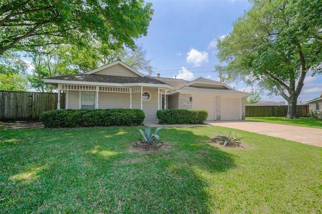 302 Capehill Drive, Webster, TX 77598 (MLS #31848808) :: The Bly Team