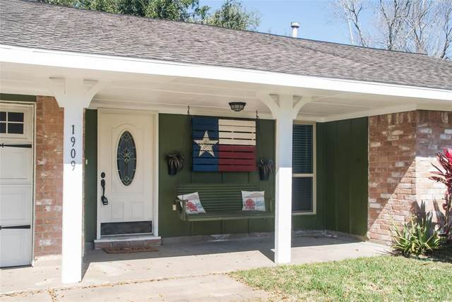 1909 Lazy Creek Lane, Pearland, TX 77581 (MLS #31915854) :: Christy Buck Team