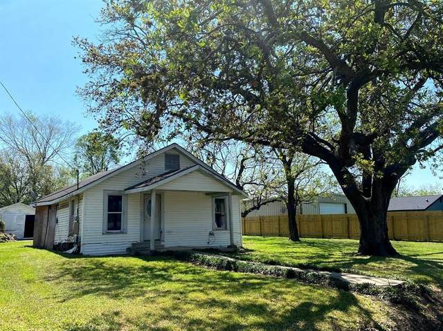 106 Oak Street, Port Neches, TX 77651 (MLS #31996998) :: The Home Branch