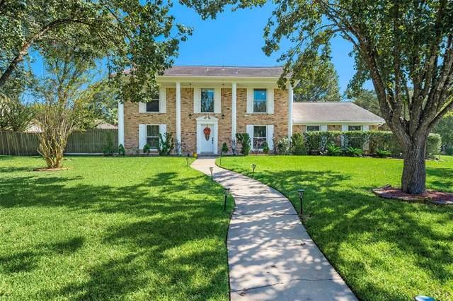 204 Old Bayou Drive, Dickinson, TX 77539 (MLS #3211308) :: Christy Buck Team