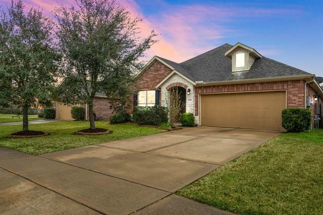 2702 Secret Falls Court, Pearland, TX 77089 (MLS #32117699) :: The Freund Group