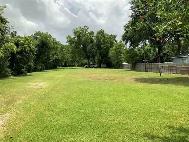 703 North Road, Baytown, TX 77521 (MLS #32468875) :: My BCS Home Real Estate Group