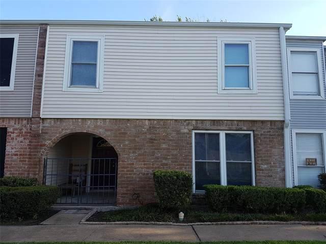 9020 Wilcrest Drive, Houston, TX 77099 (MLS #32564650) :: Christy Buck Team