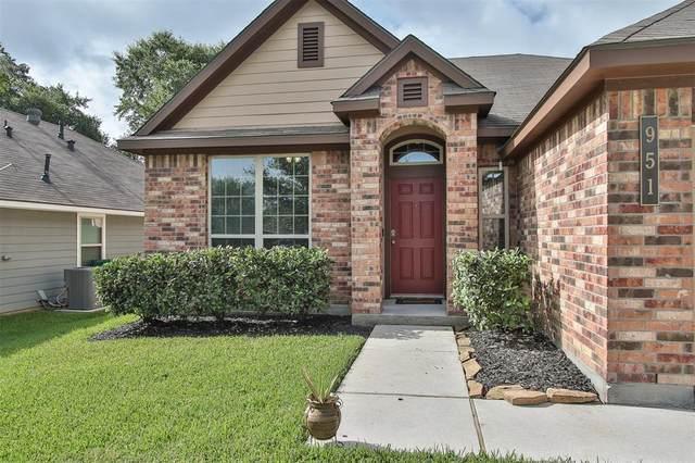951 Oak Lynn Drive, Conroe, TX 77378 (MLS #32599466) :: NewHomePrograms.com LLC