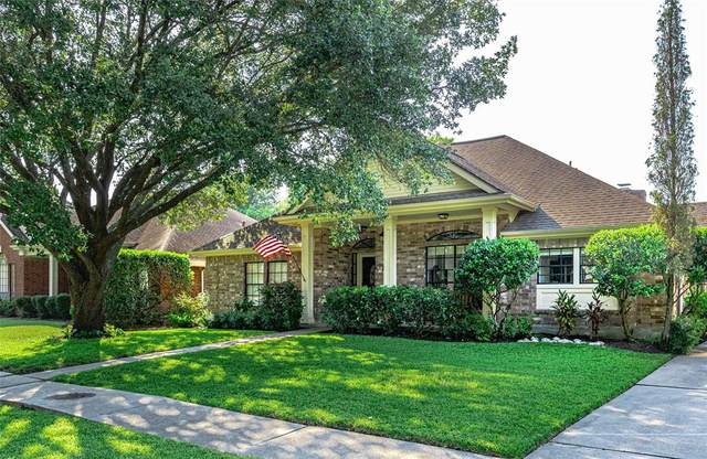 2026 Caravel Drive Drive, League City, TX 77573 (MLS #32731556) :: Christy Buck Team