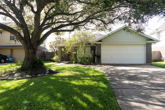 939 Chase Park Drive, Bacliff, TX 77518 (MLS #33496274) :: The Bly Team