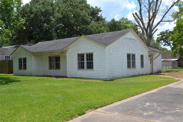113 Center Street, Liberty, TX 77575 (MLS #3353725) :: The SOLD by George Team