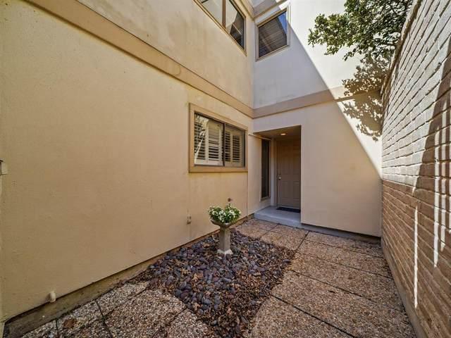 880 Tully Road #17, Houston, TX 77079 (MLS #33648788) :: Giorgi Real Estate Group