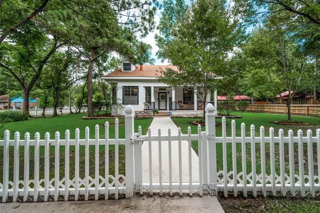 2100 Oleander Drive, Dickinson, TX 77539 (MLS #33781749) :: The SOLD by George Team