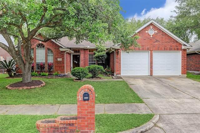 2734 Safe Harbour Circle, Friendswood, TX 77546 (MLS #34109517) :: Ellison Real Estate Team