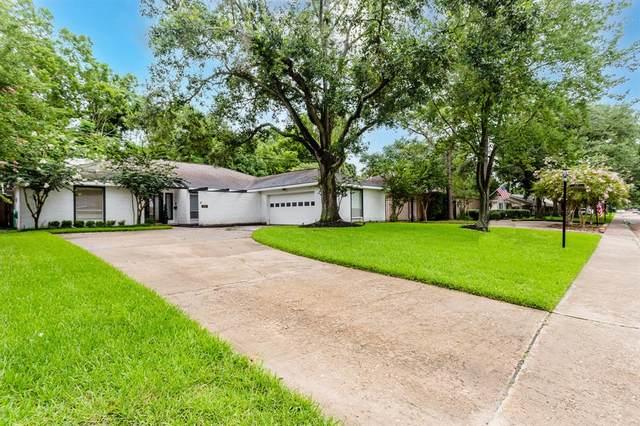 2211 Briarpark Drive, Houston, TX 77042 (MLS #34544078) :: My BCS Home Real Estate Group