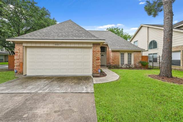 6907 Cape Forward Drive, Houston, TX 77083 (MLS #34572112) :: The SOLD by George Team